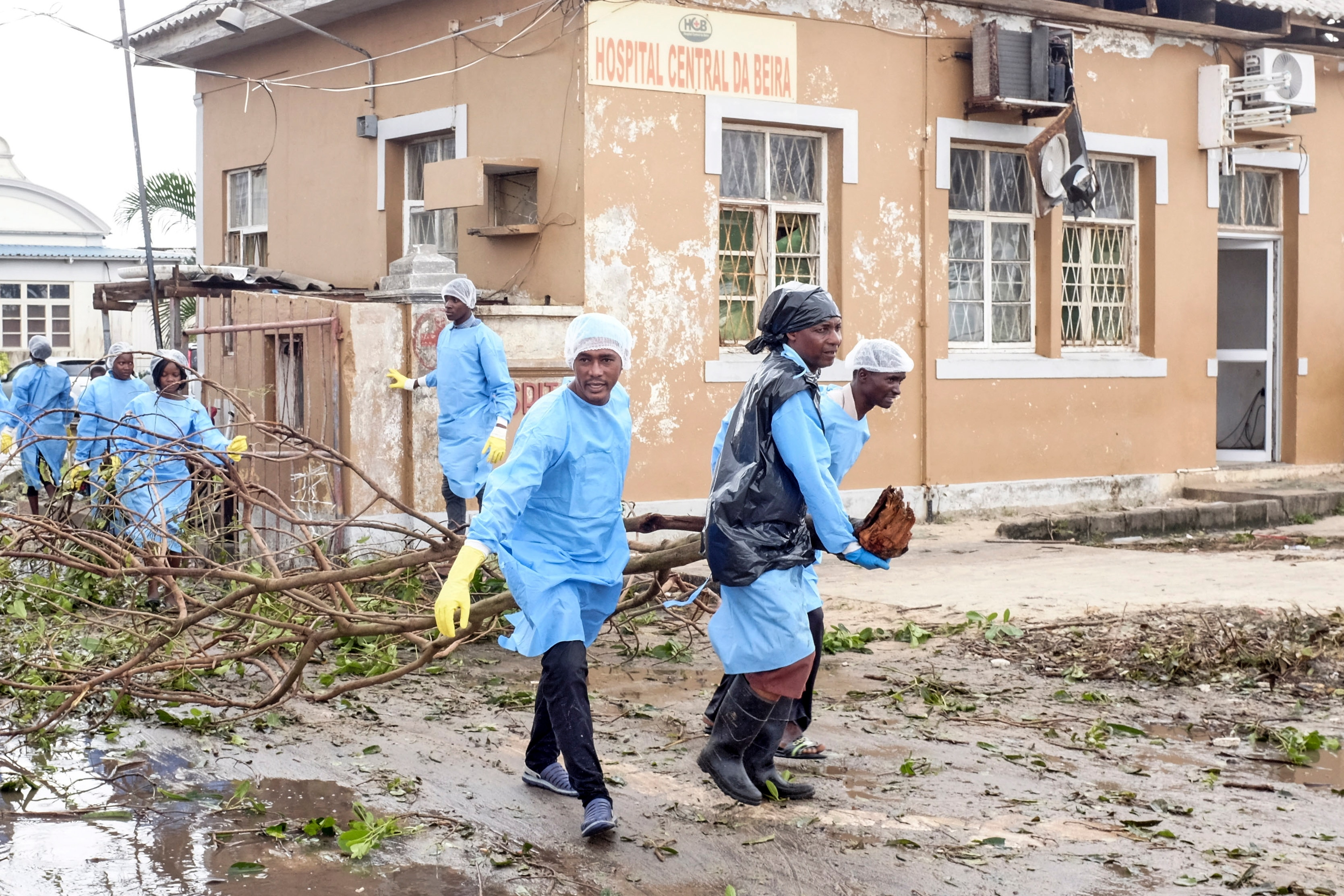 Nurses of Beira Central Hospital help to clean the streets of debris after the passage of the cyclone Idai in Beira City.