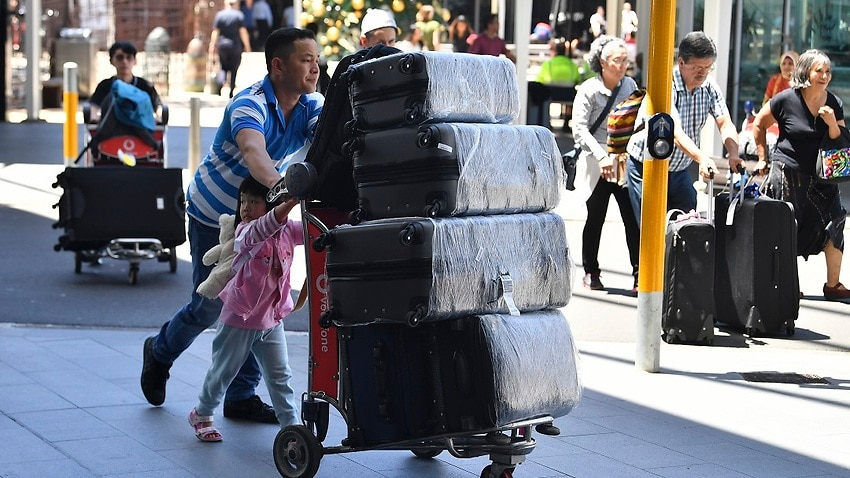 Travellers are seen at Overseas Arrivals and Departures (OAD) at Sydney's International Airport in Sydney, Monday, December 17, 2018. (AAP Image/Brendan Esposito) NO ARCHIVING