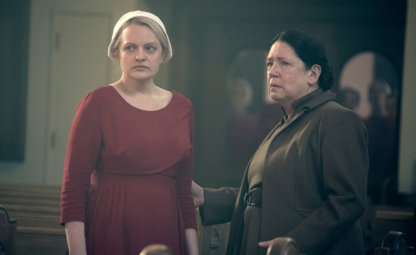 Offred (Elisabeth Moss) and Aunt Lydia (Ann Dowd), shown in Handmaid's Tale.