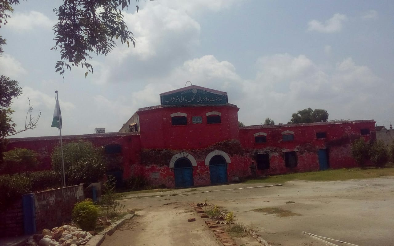 Caption: Khushwant Singh studied in this school in Hadali, District Khushab, Punjab during his early childhood.