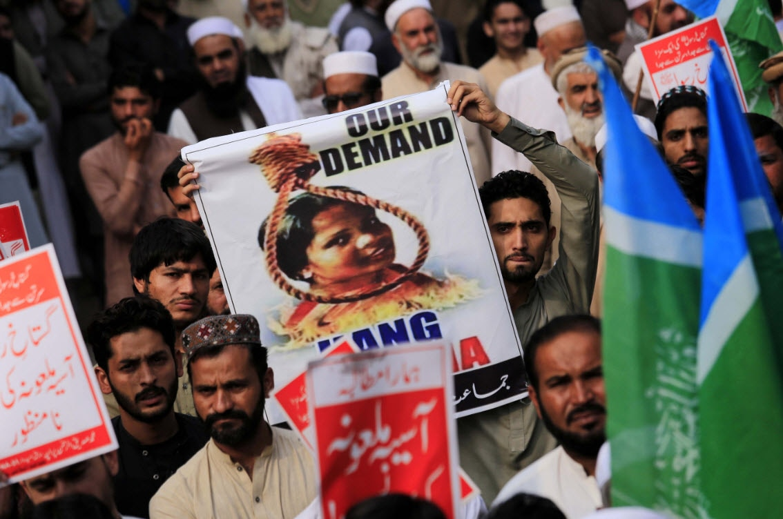 Supporters of Islamic political party Jamiat Ulma-e-Islam-F protesting over the Supreme Court acquittal of Asia Bibi (AAP)