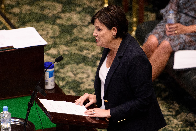 تتحدث زعيمة المعارضة في نيو ساوث ويلز جودي مكاي خلال وقت الأسئلة في الجمعية التشريعية في مبنى برلمان نيو ساوث ويلز في سيدني ، الثلاثاء ، 13 أكتوبر ، 2020. (AAP Image / Dan Himbrechts) لا أرشفة