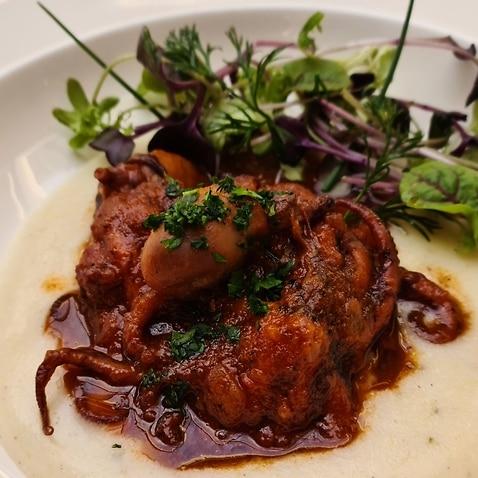 Le ricette alla bùsara sono contese tra le regioni del Veneto e del Friuli Venezia Giulia.