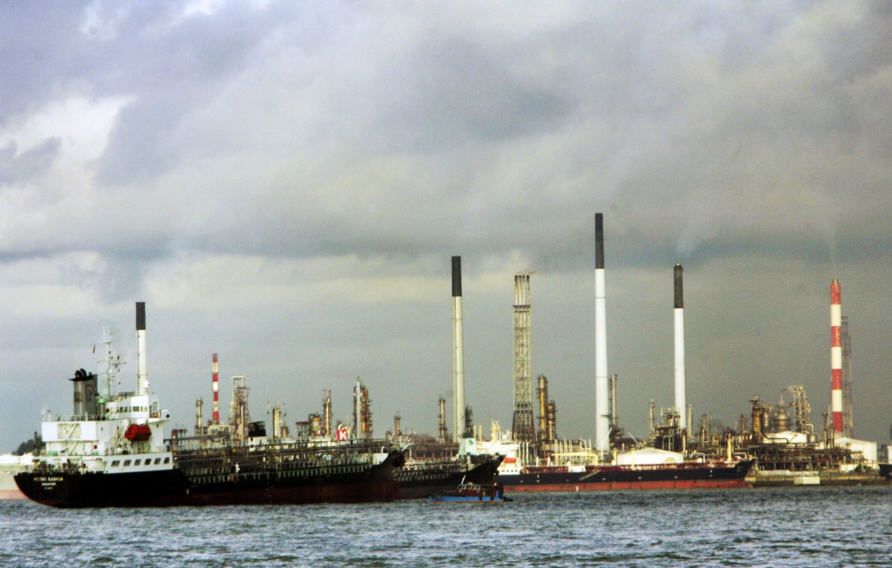 Ships anchor in front of the Jurong Island Petrochemical facility, a Singapore refinery, in this May 27, 2005 photo.