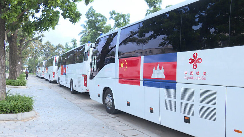 SBS Language | Chinese government provides 20 mobile clinic