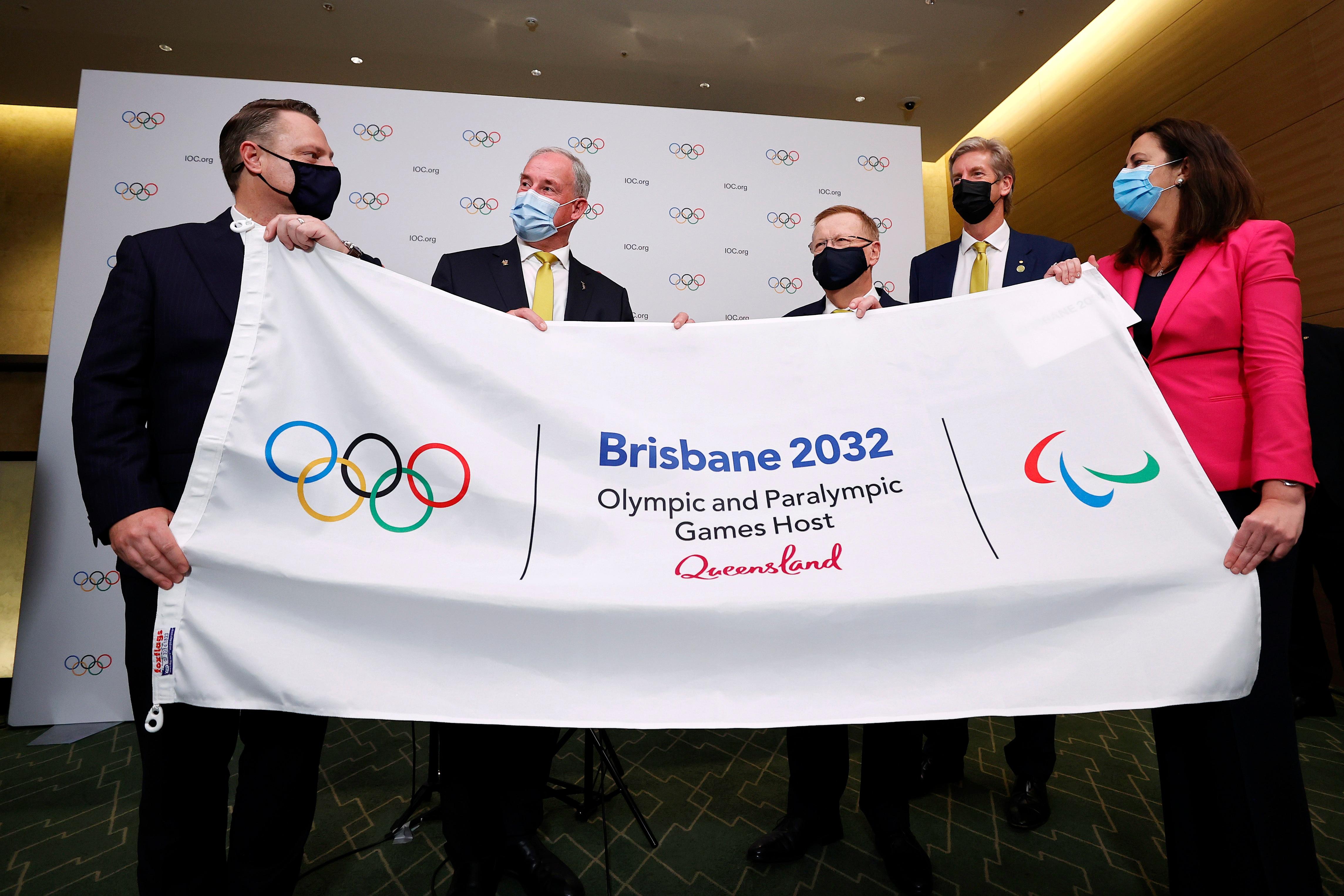 Il sindaco Adrian Schrinner, il Ministro dello Sport Richard Colbeck, il membro del Comitato Olimpico James Tomkins e la Premier Annastacia Palaszczuk
