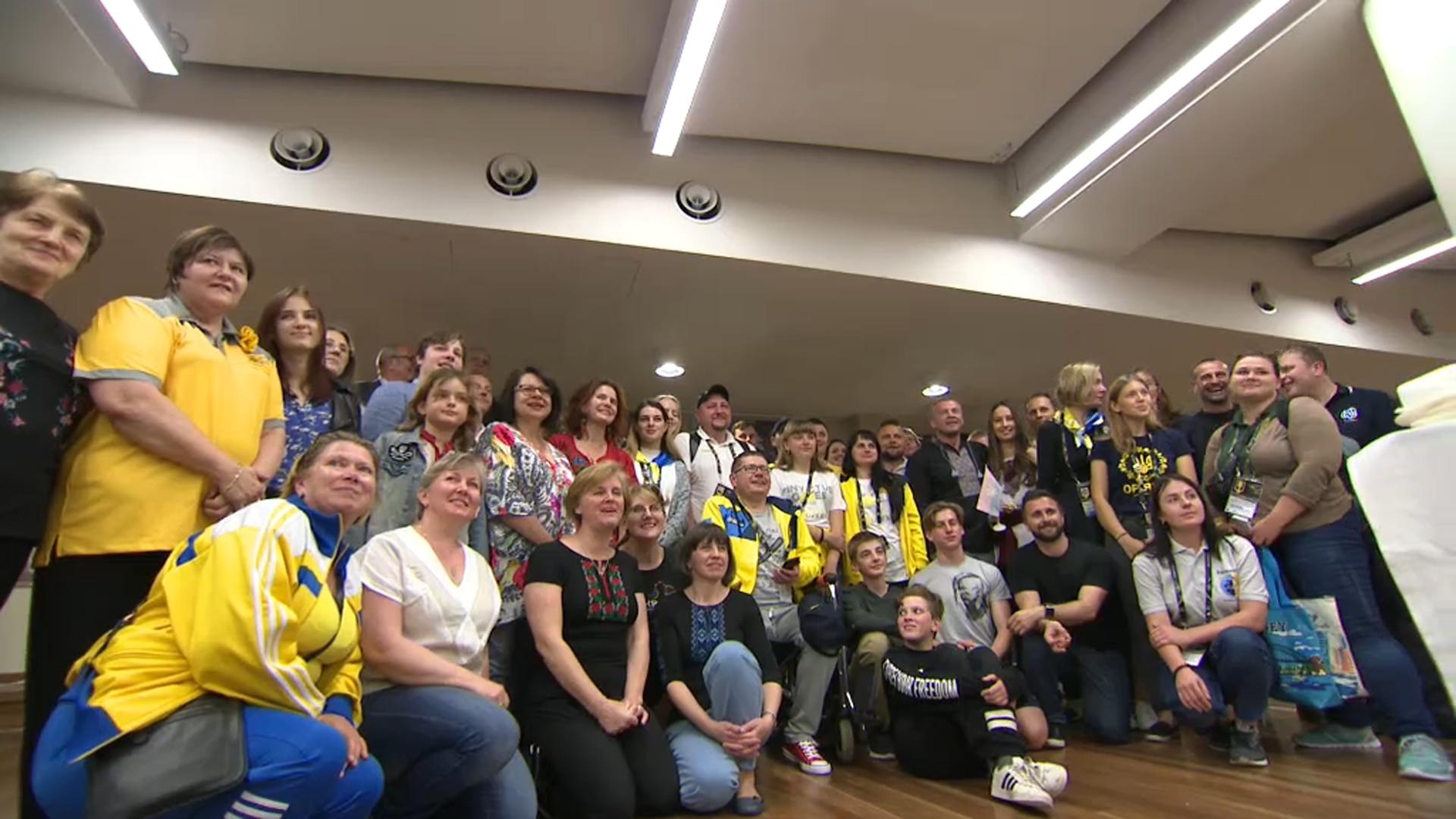 Ukraine community in Sydney pose with Invictus athletes