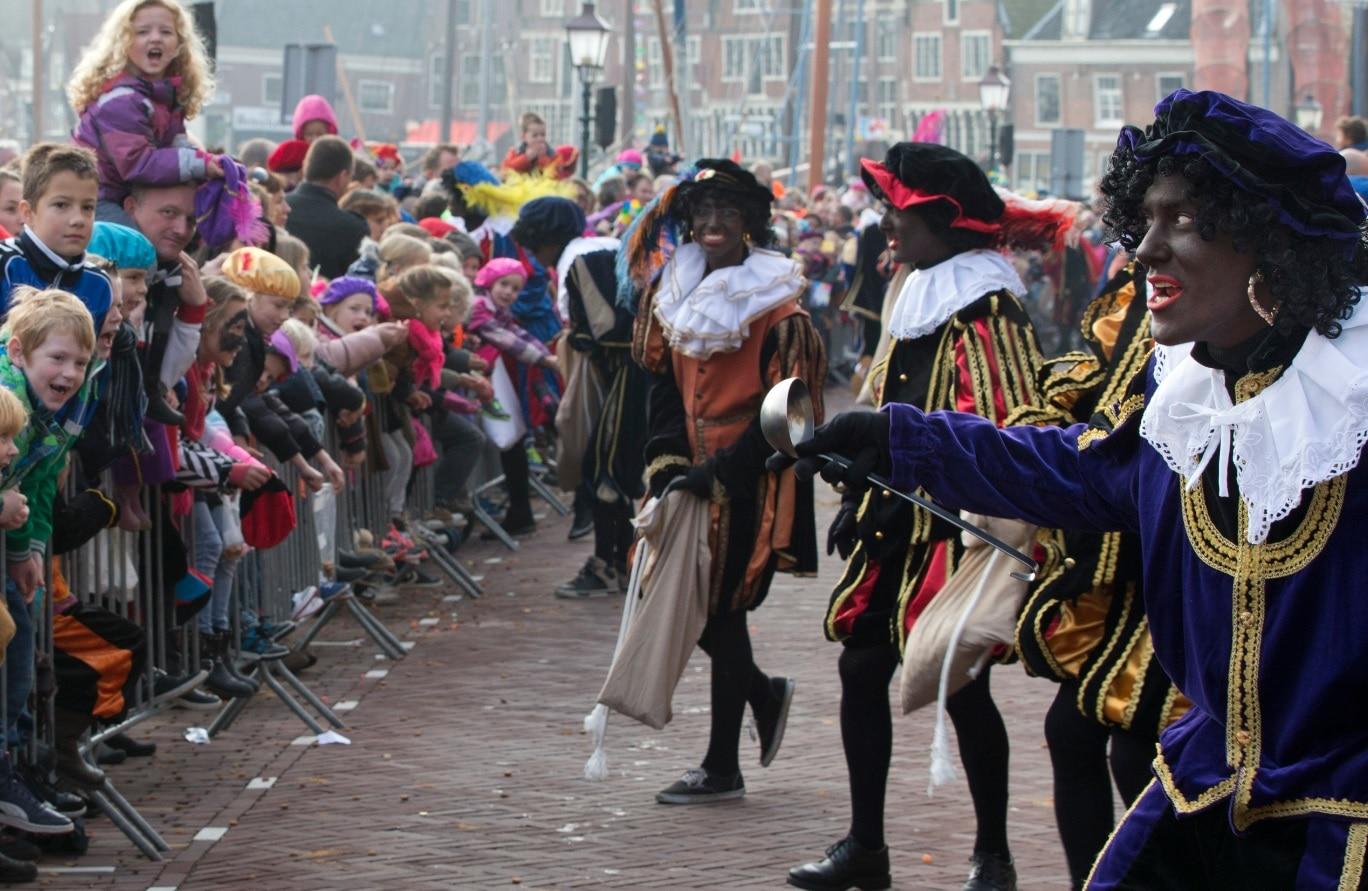 Dutch Christmas.Dutch Tv Says No More Blackface For Christmas Character