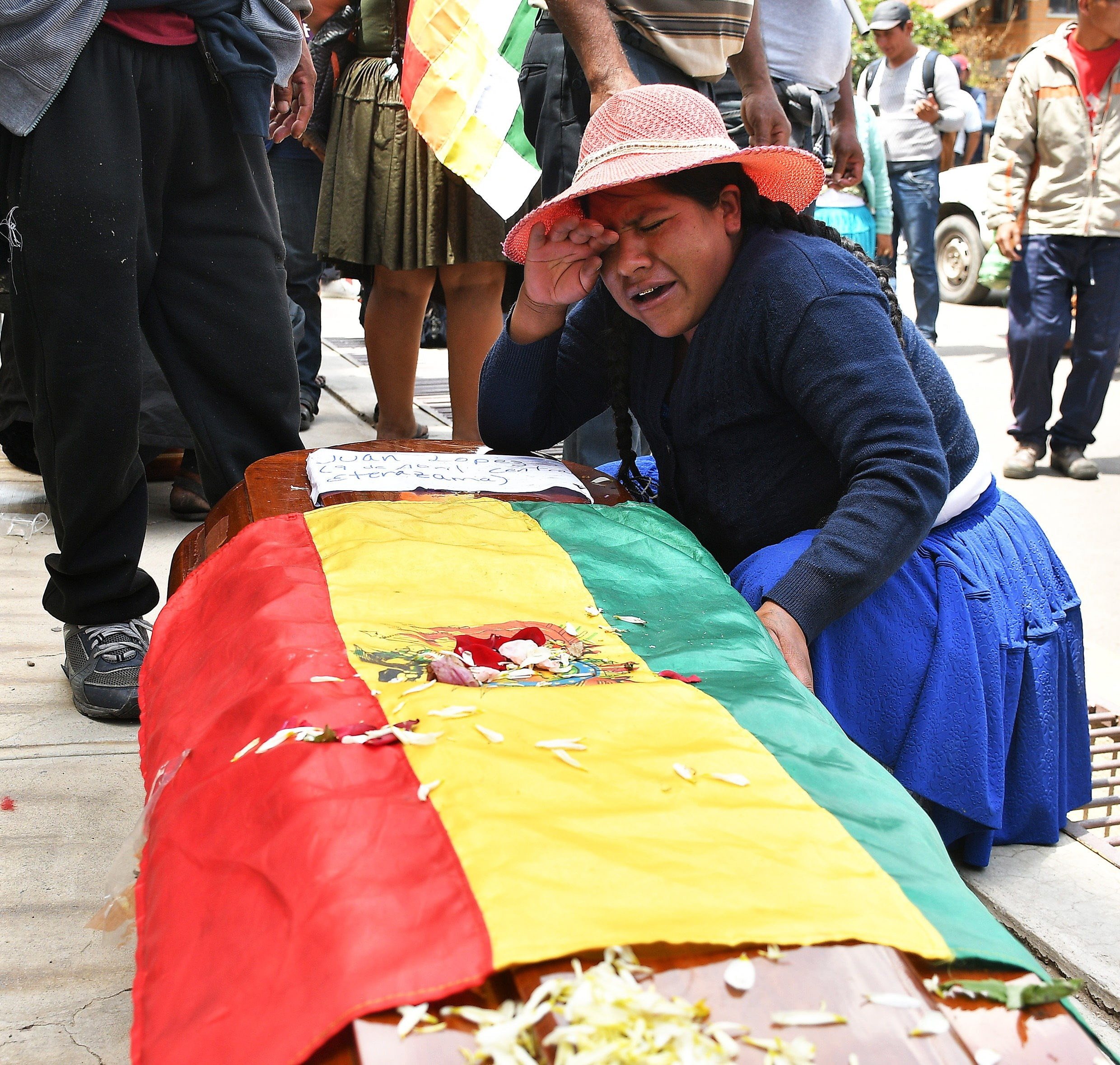 A woman weeps over the coffin of one of those who died in the riots with the police in Cochabamba.