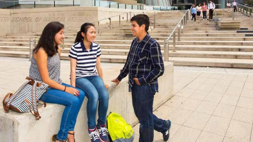 Image for read more article 'Canberra universities to welcome back 350 international students next month as part of pilot'