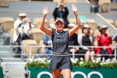 WTA Roland Garros: Ashleigh Barty topples Amanda Anisimova in three sets
