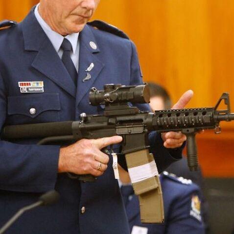 ニュージーランドは、自動小銃や軍事スタイルの武器を含む、現在違法な武器の買い戻しを停止しています。