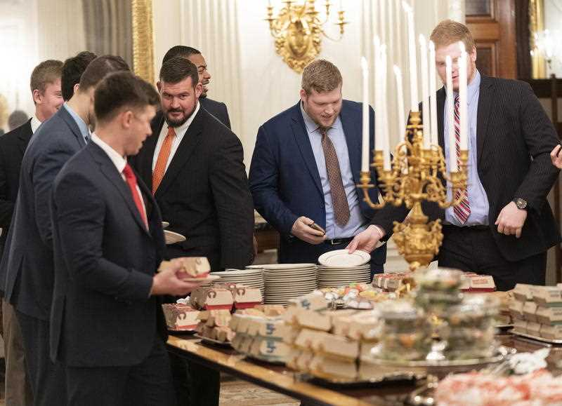Us Shutdown Means Trump Has To Serve Up Fast Food At White