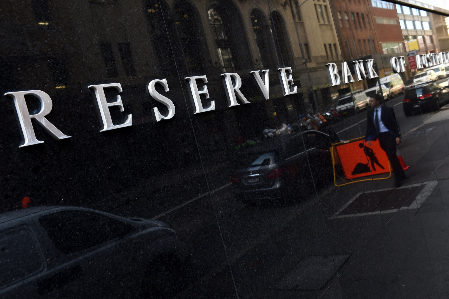 People walk past the Reserve Bank of Australia (RBA) in Sydney, Tuesday, April 6, 2016. The RBA is expected to leave interest rates on hold today. (AAP Image/Dean Lewins) NO ARCHIVING