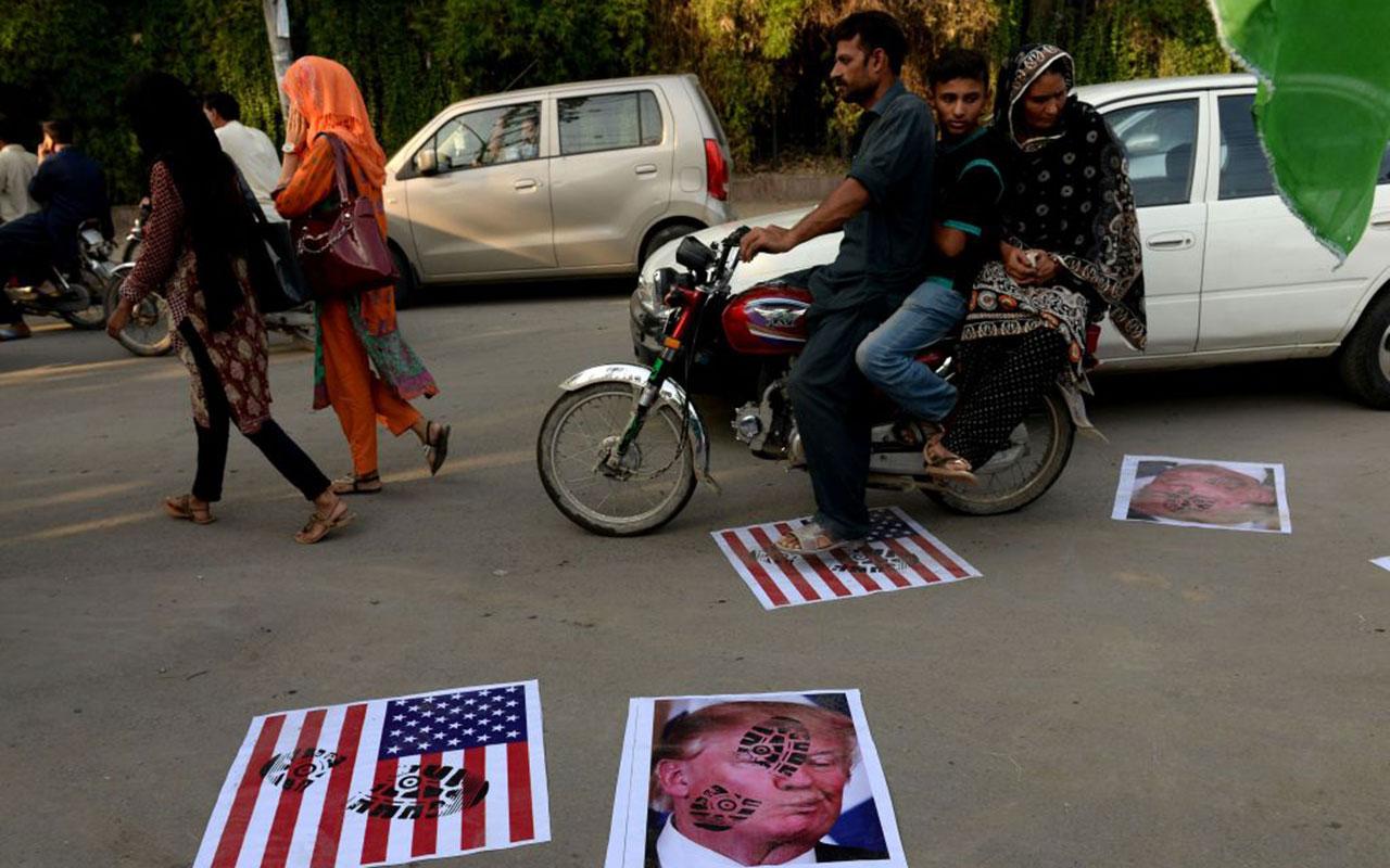 Un'immagine delle proteste anti-Teump in Pakistan