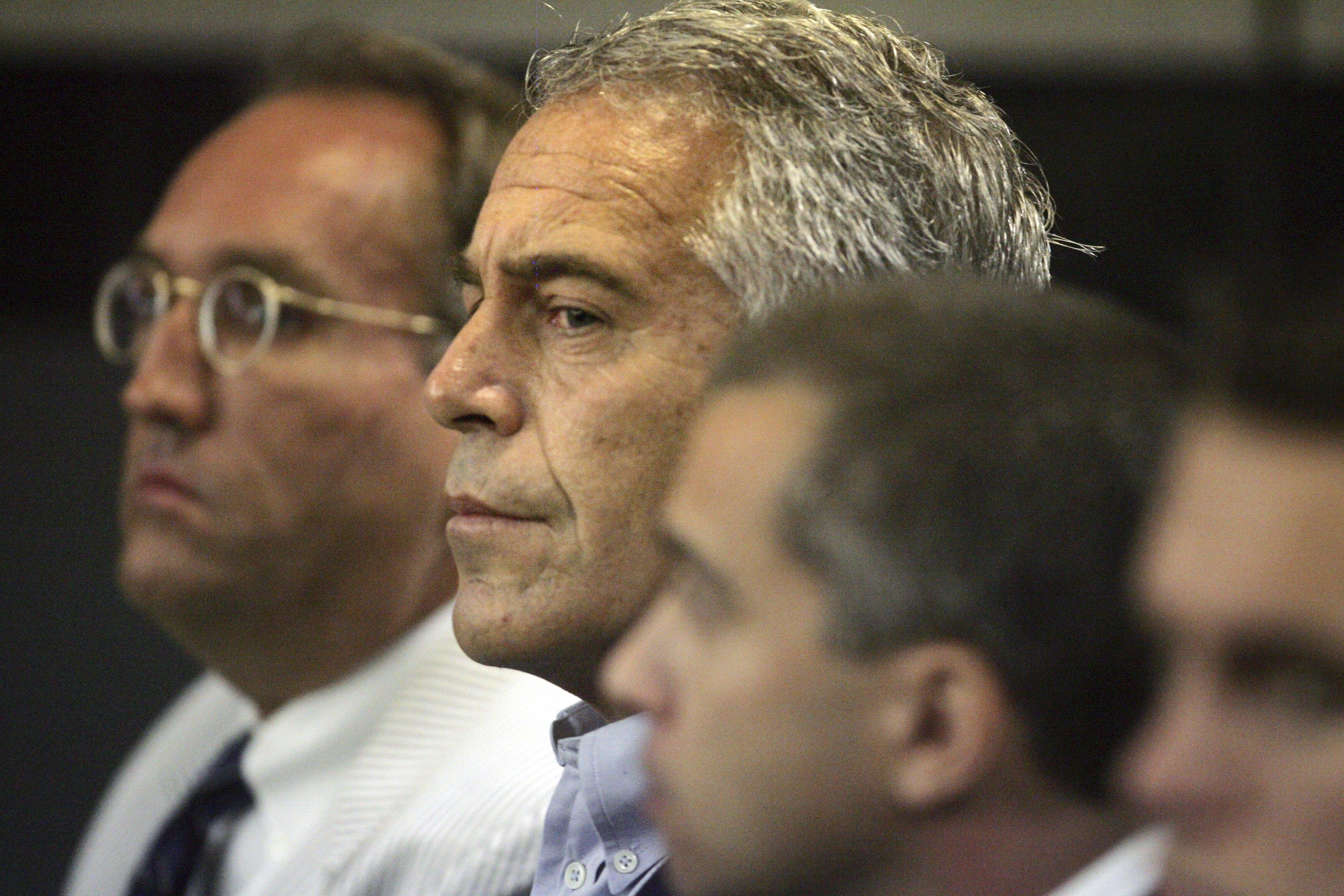 Jeffrey Epstein (center) in a a Palm Beach County courtroom on July 30, 2008.