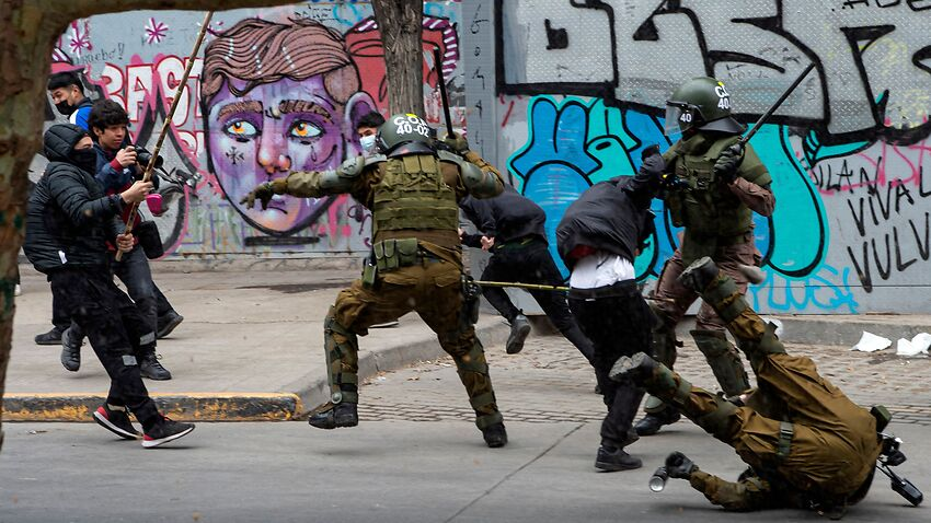 Riot policemen clash with demonstrators during a protest of Mapuche Indigenous people in downtown Santiago, on October 10, 2021.