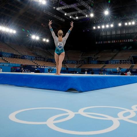 La ginnasta italiana Asia D'Amato nell'impianto vuoto di Tokyo