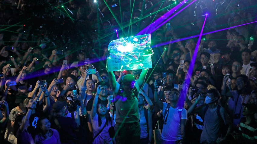 Image for read more article 'Hong Kong protesters shine lasers to demonstrate against arrest'