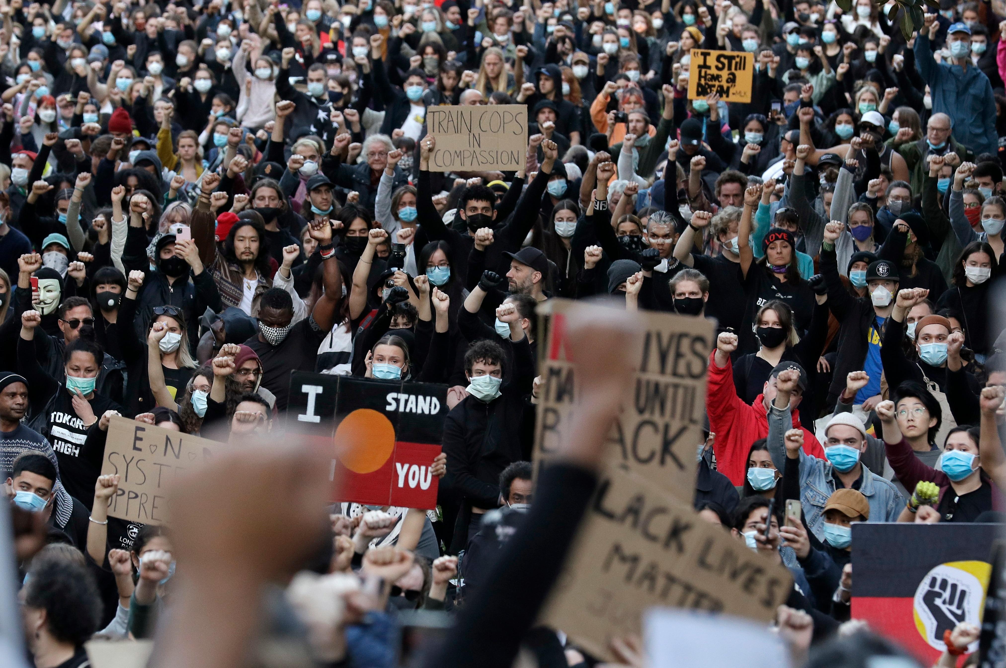2020年6月6日にシドニーで行われたBlack Lives Matterの抗議者。