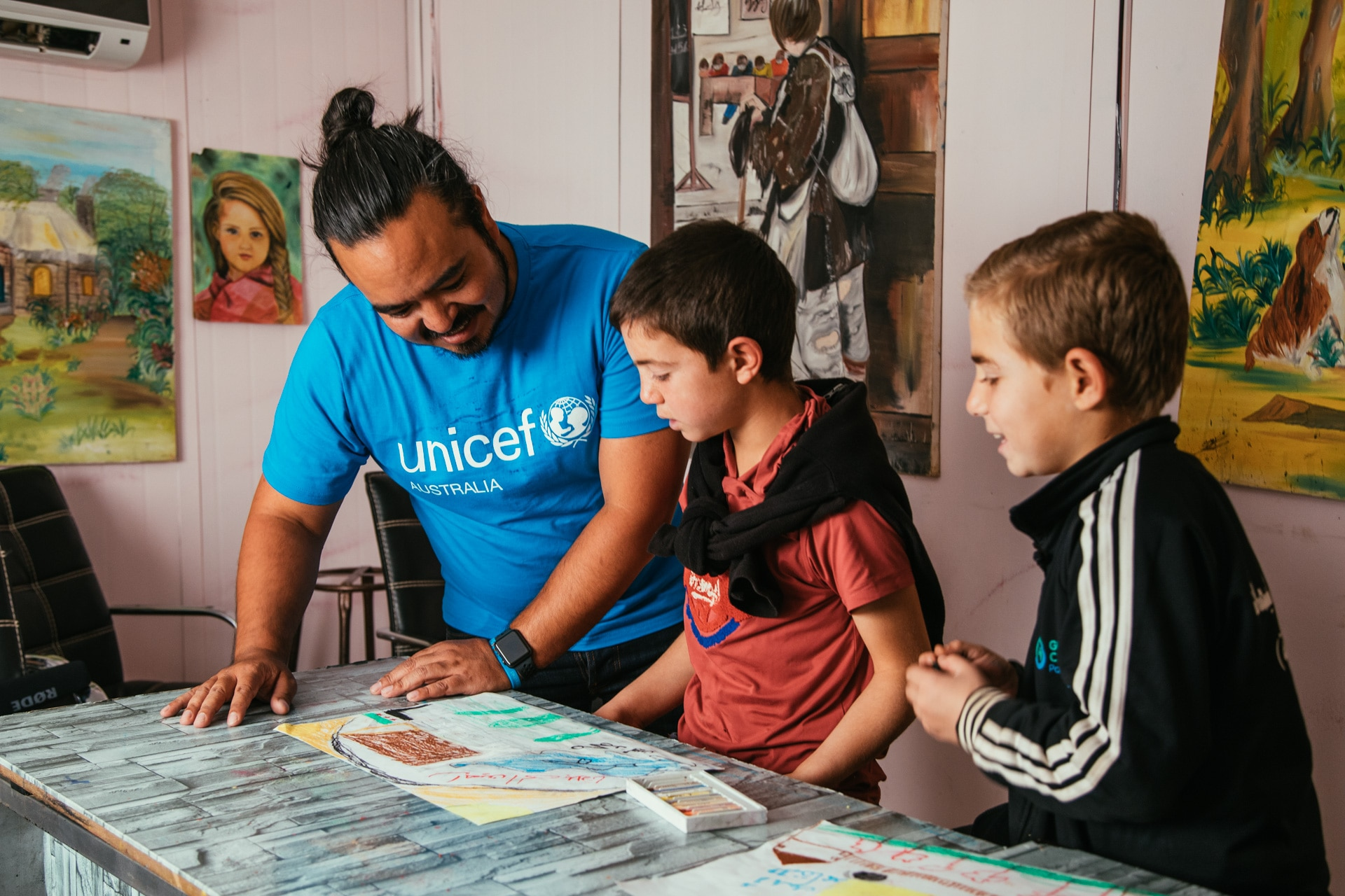 Adam Liaw at a Makani centre.