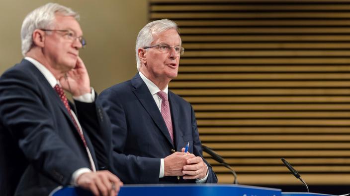 EU chief Brexit negotiator Michel Barnier (R) and British Secretary of State David Davis at EU headquarters in Brussels