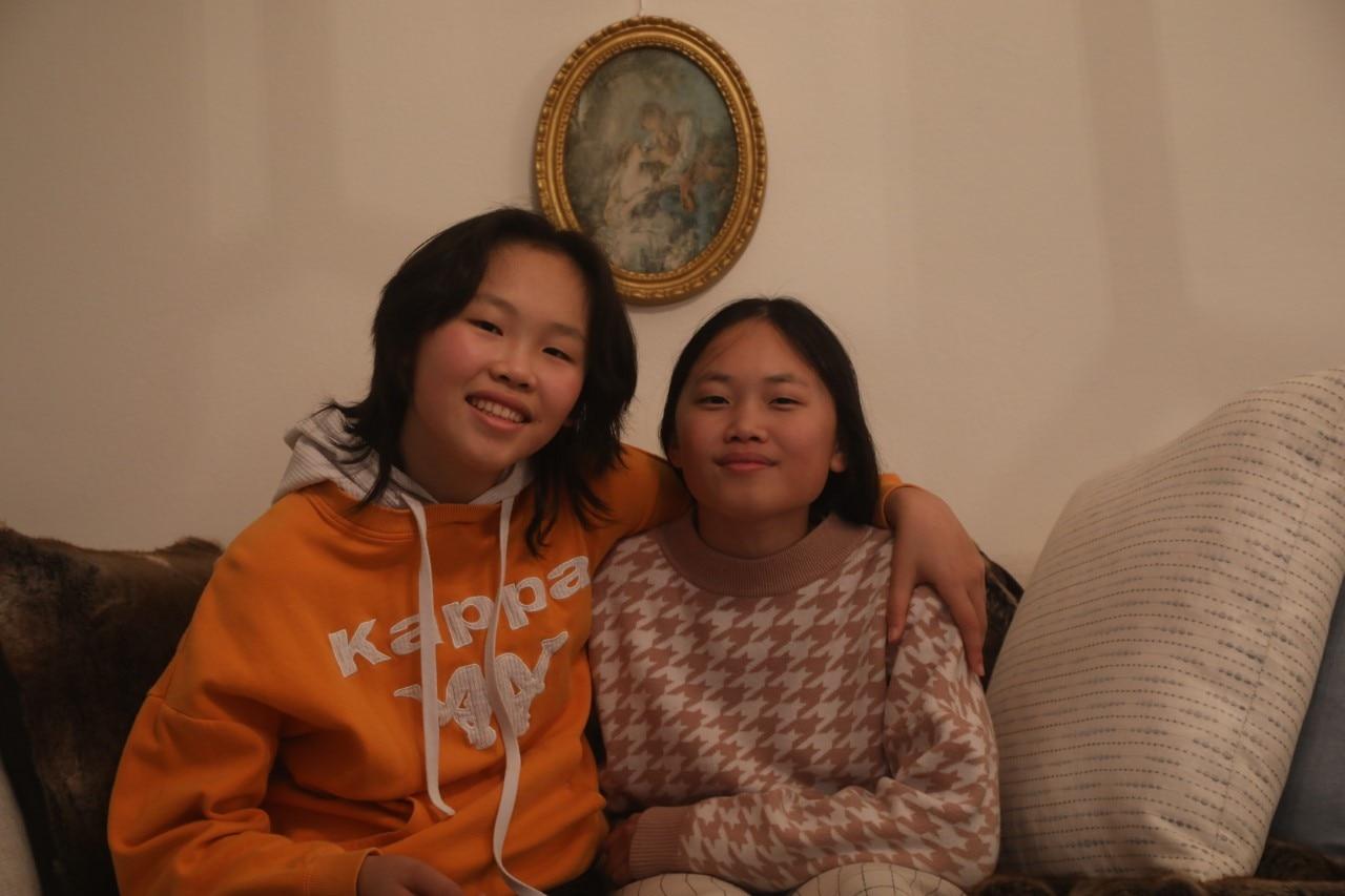 Jaqueline Qin (à gauche) avec sa jeune sœur Jessica