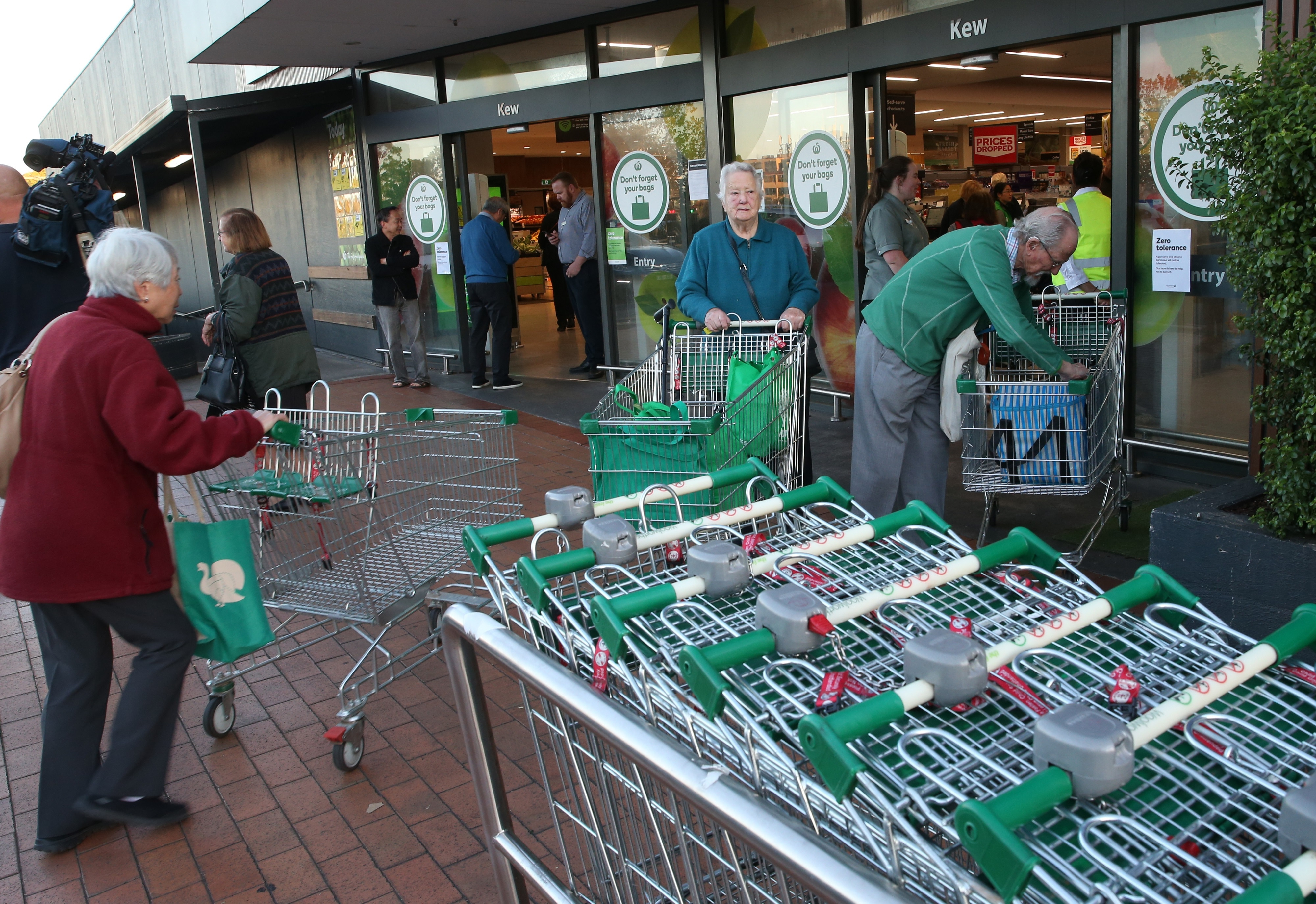 Woolworths opens it doors at Kew in Melbourne from 7am to 8am for the elderly to do their shopping.
