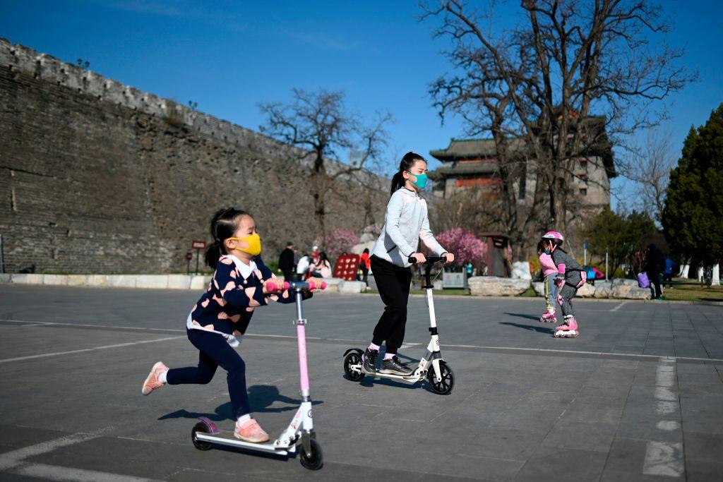 Children wearing face masks in Beijing
