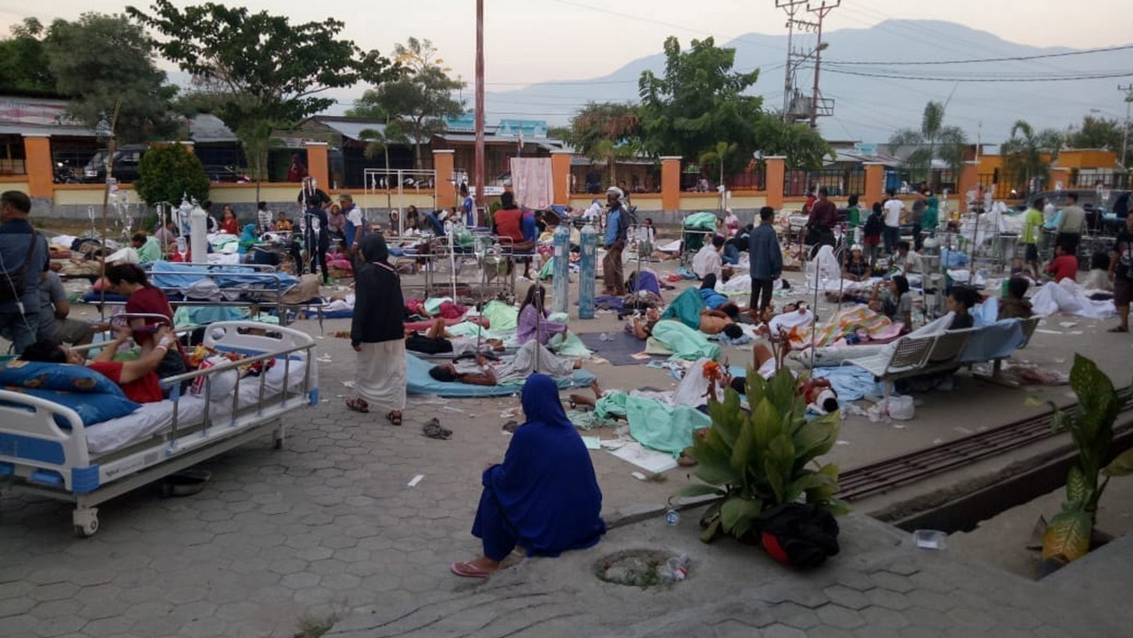 Death toll in Indonesia quake-tsunami reaches 420 - state media