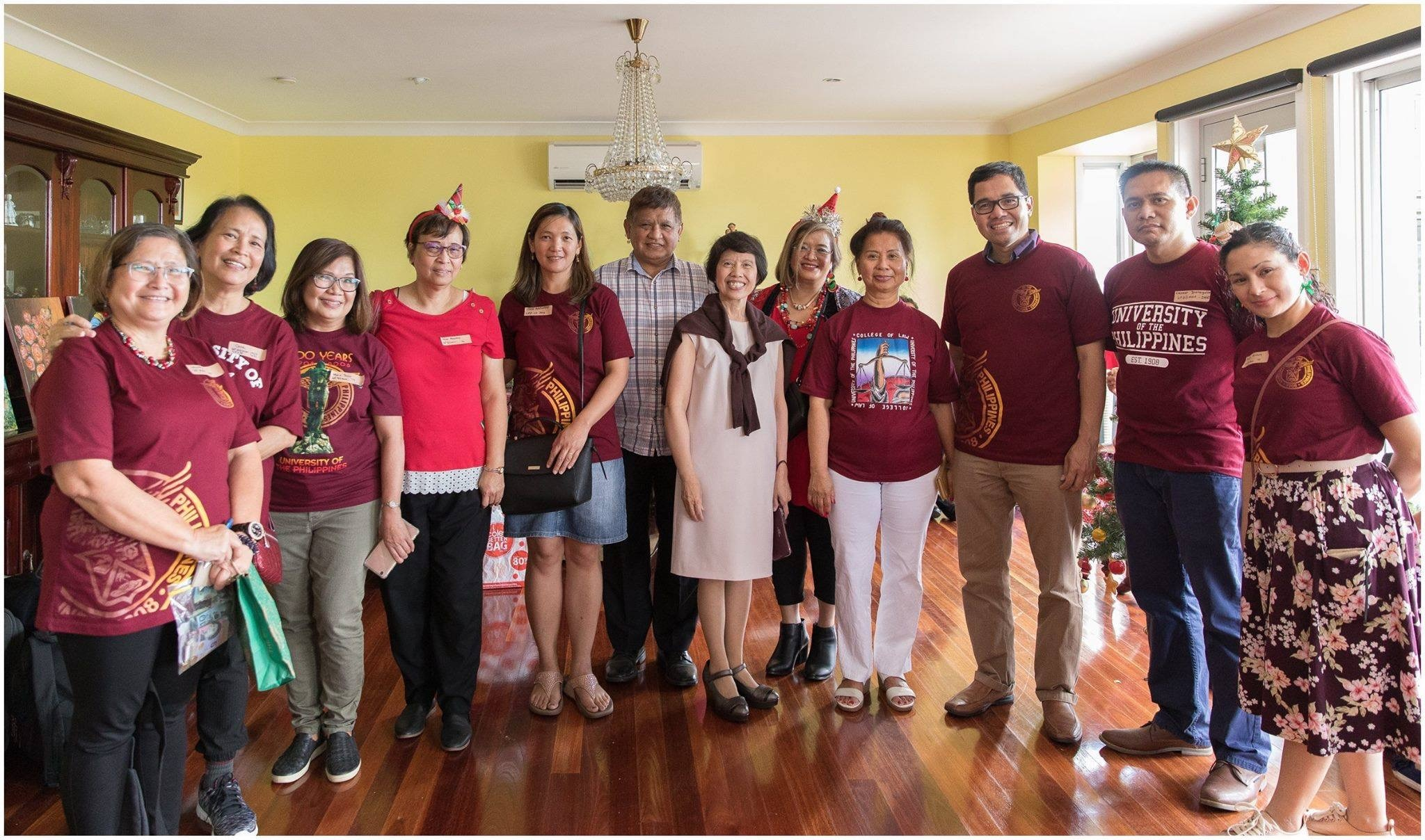 Argel, 4th from left, with members of the UP Alumni Association