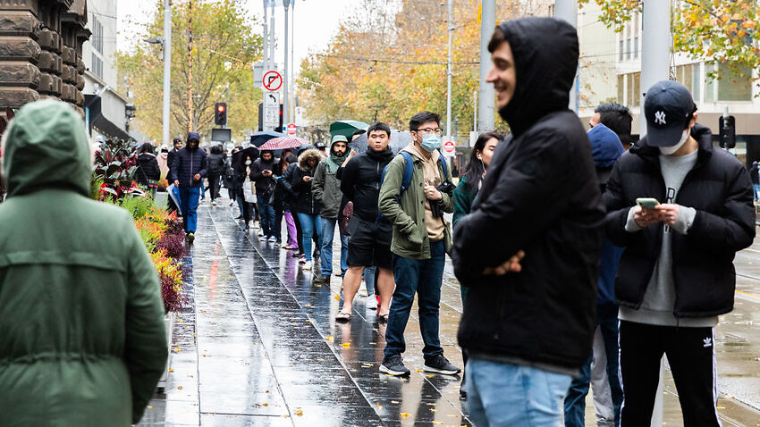 Image for read more article 'Thousands of international students lining up for food vouchers could just be the 'tip of the iceberg''