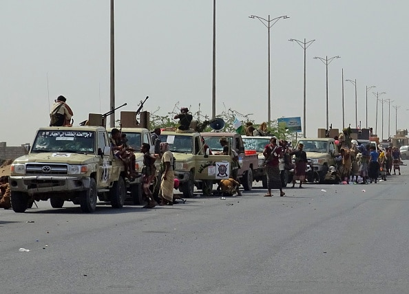 Yemen rebels mine entrances to Hodeida port: employees
