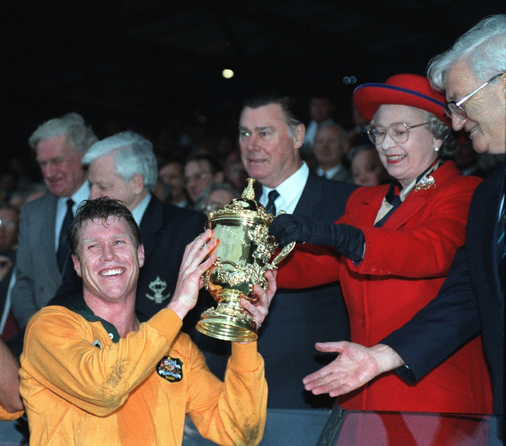 AUSTRALIAN CAPTAIN NICK FARR-JONES SMILES BROADLY AS HE TAKES THE RUBGY WORLD CUP FROM THE QUEEN AT TWICKENHAM.   (Photo by Adam Butler - PA Images/PA Images via Getty Images)