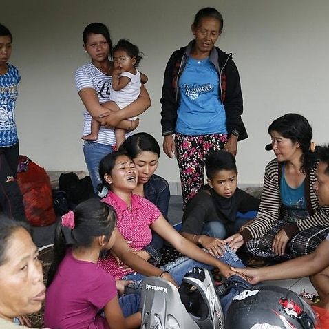 Villagers wait in shelters amid Bali volcano alerts