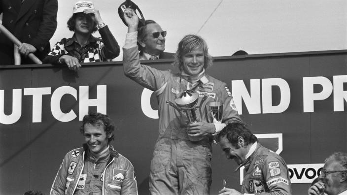 Podium Ditch Grand Prix 1975. James Hunt celebrates with Niki Lauda (left) and Clay Regazzoni (right).
