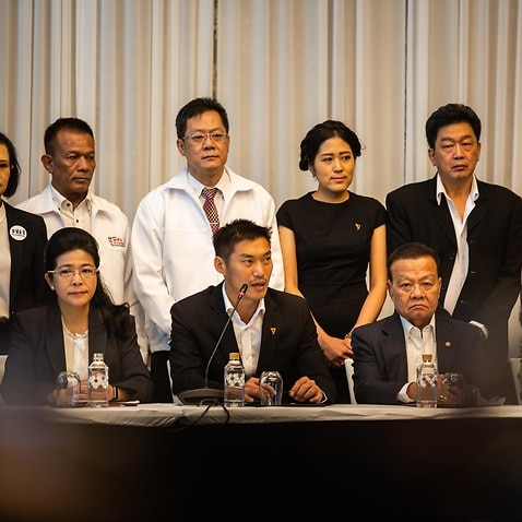 Sudarat Keyuraphan, leader of the Pheu Thai Party, and Thanathorn Juangroongruangkit, leader of the Future Forward party, sit with six major parties.