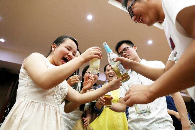 Chinese graduates drink beer at a graduation dinner in Anqing city, east China's Anhui province