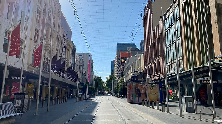 Empty streets in Melbourne's shopping district amid coronavirus fallout – SBS News