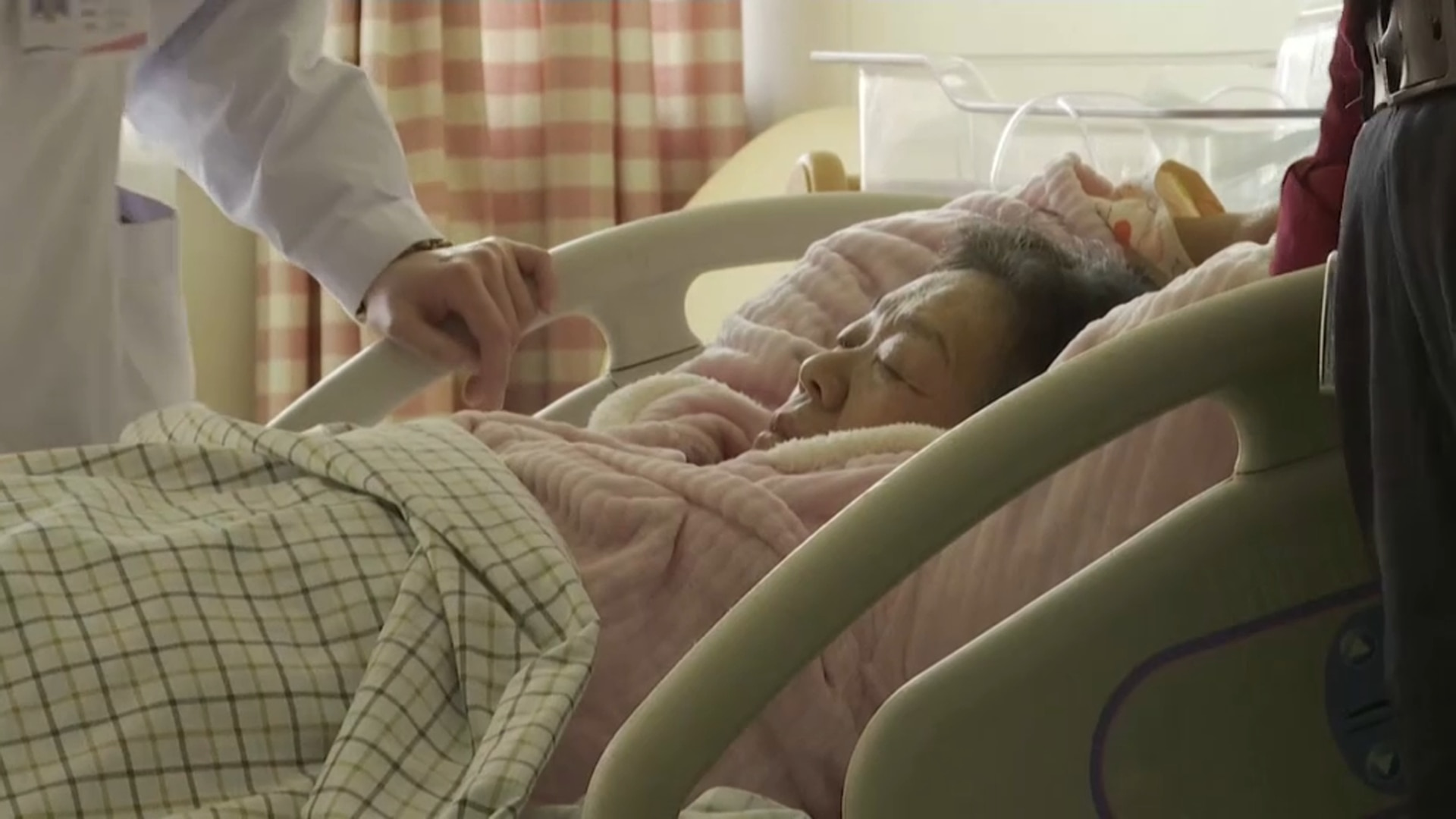 67-year-old becomes China's 'oldest new mother'