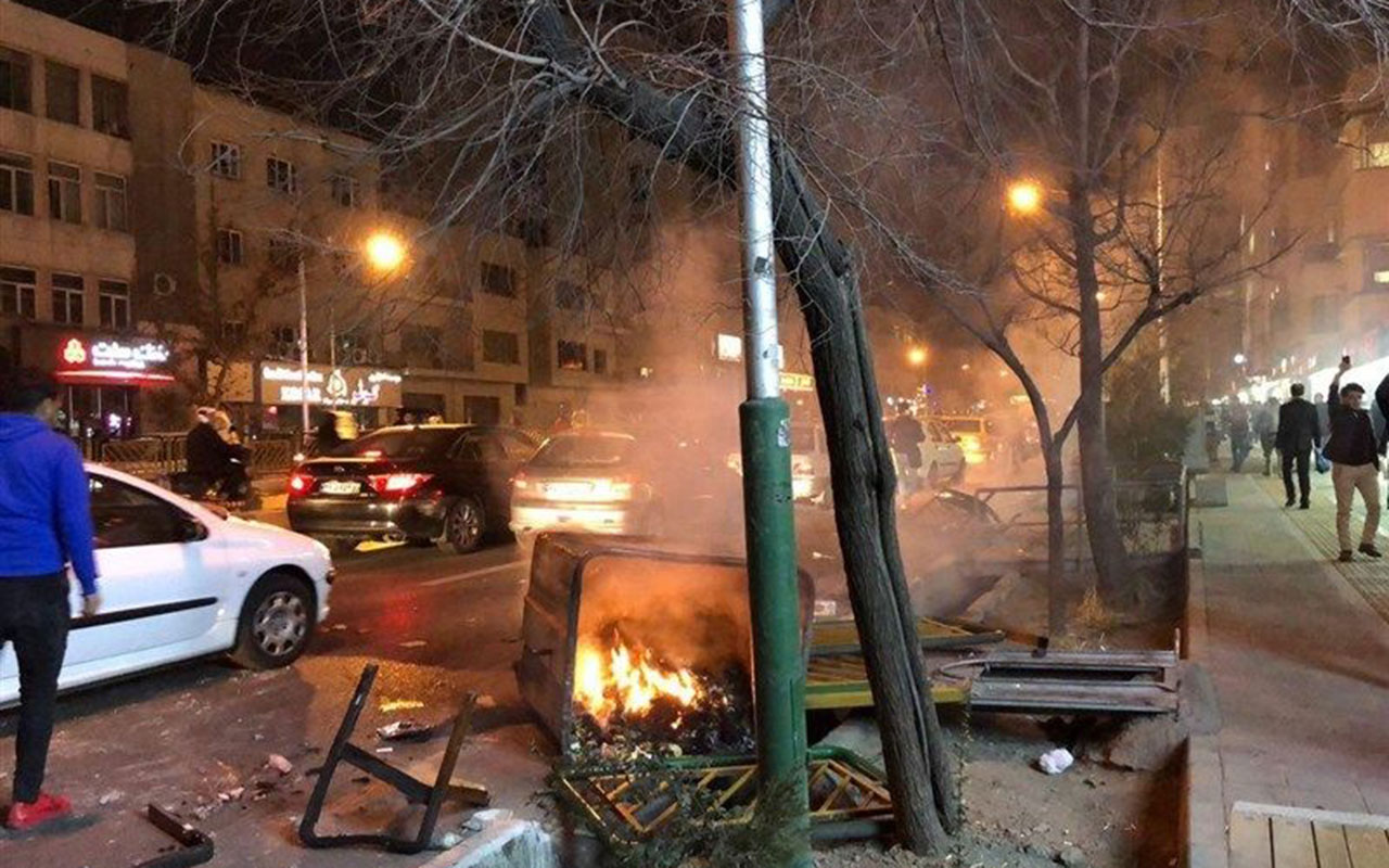 Photo taken on Dec. 30, 2017, shows unrest on the streets of central Tehran.