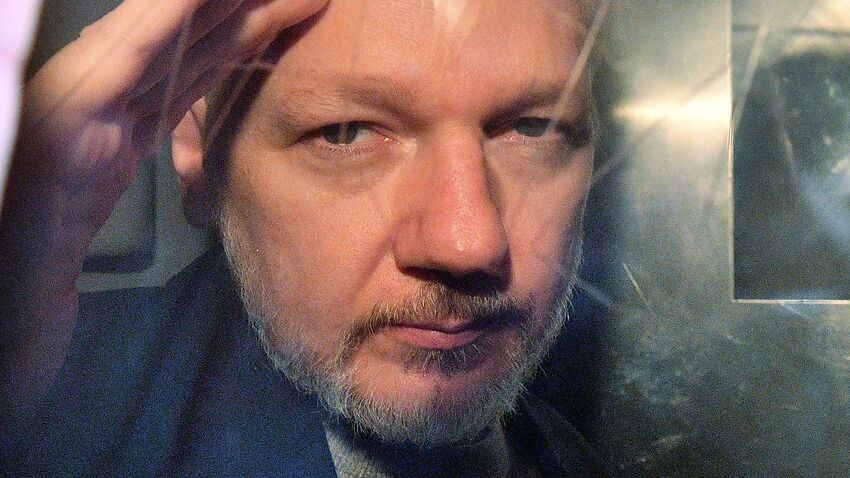 Image for read more article 'Consular officials pressured over trial conditions facing Julian Assange'