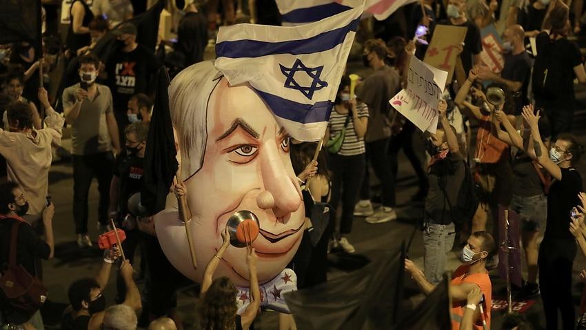 Israelis protest against Israeli prime minister Benjamin Netanyahu outside his residence in Jerusalem (AAP)