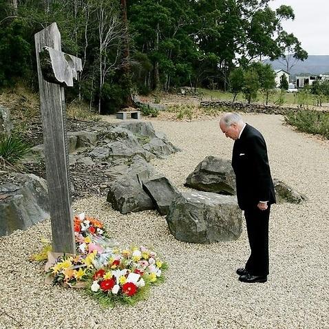 John Howard lays a wreath at a memorial.