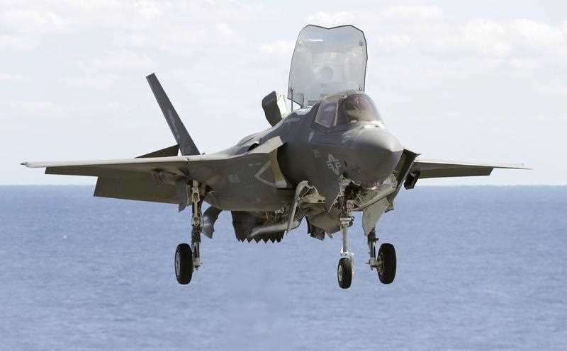 A US F-35B fighter jet lands aboard amphibious assault ship Wasp during an exercise in the western Pacific. Japan will deploy new purchased F-35B fighters.