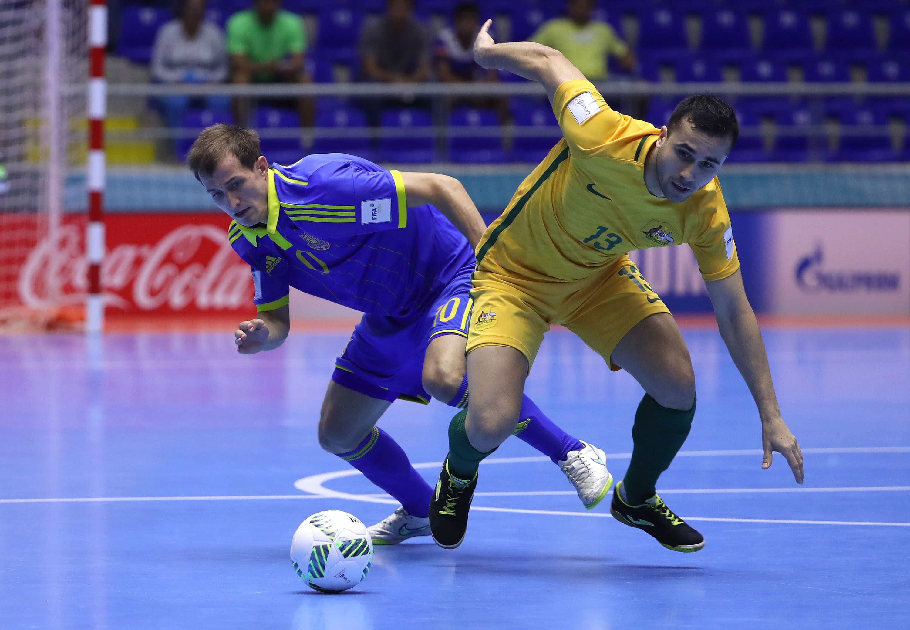 Shervin plays for Australia against Ukraine at the 2016 FIFA Futsal World Cup in Colombia.