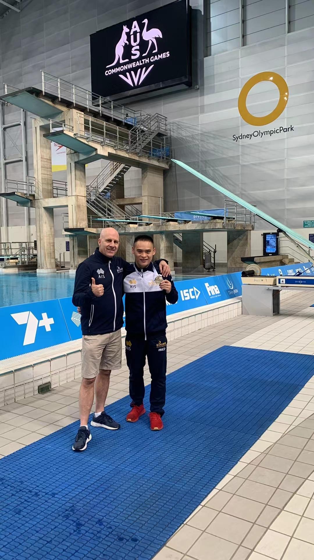 Li Shixin with Australian national diving coach Andy Banks.
