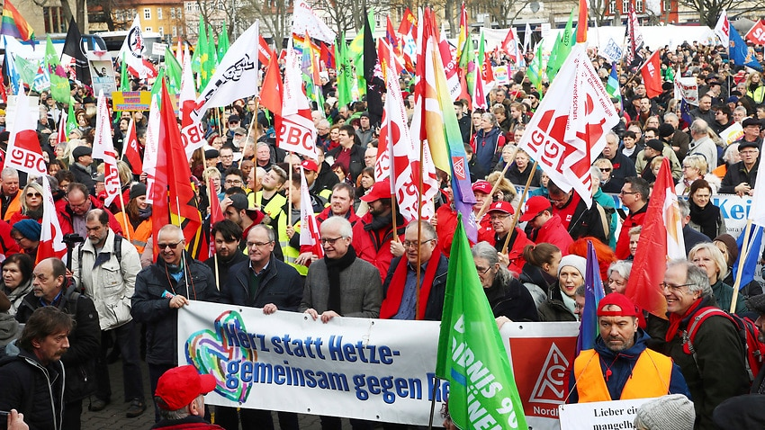 'No pacts with fascists': Germans hit the streets to condemn far-right political deal