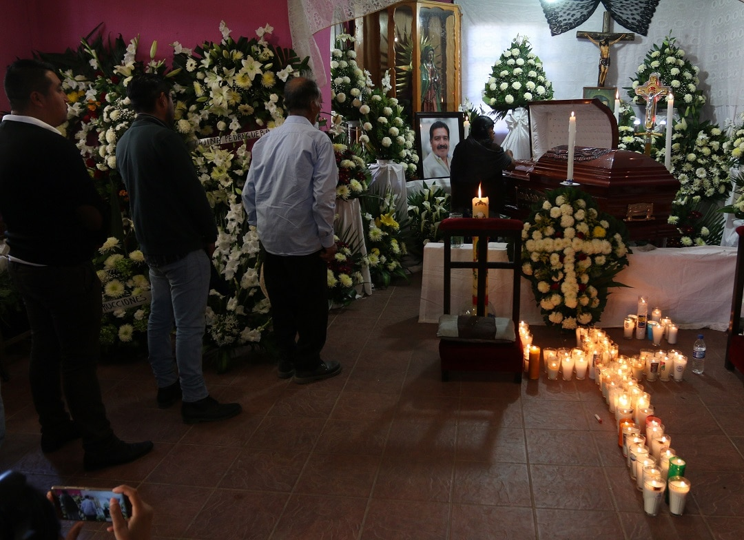 The funeral for Tlaxiaco Mayor Alejandro Aparicio, who was murdered a few minutes after taking office on January 1.