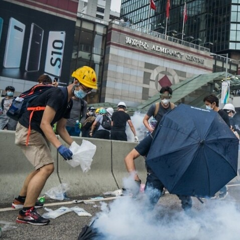Marise Payne is urging protesters and police to show restraint and avoid violence, as rallies continue in Hong Kong over proposed extradition laws.